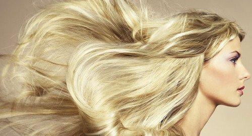 Utiliser l'huile de coco avec de l'acide laurique pour avoir de beaux cheveux