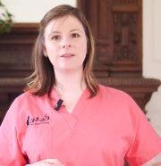 Noémie Tommasini est vétérinaire et apporte son savoir faire en santé et medecine pour les chiens